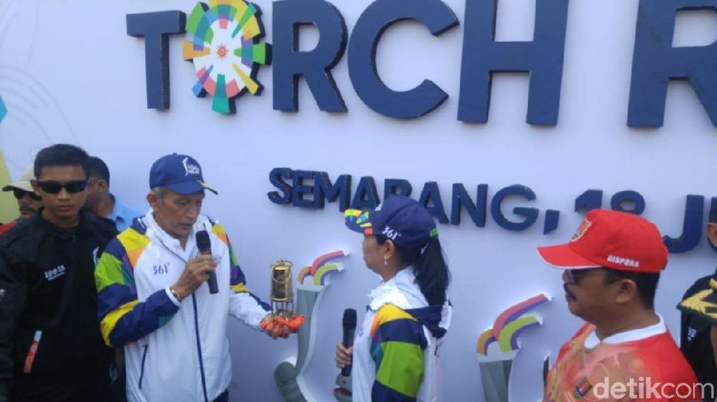 Dibawa Yustedjo, Api Obor Asian Games Diserahkan ke Yayuk Basuki