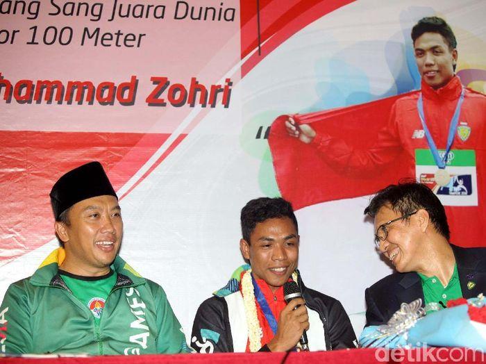 Lalu Muhammad Zohri dalam jumpa pewarta setelah mendarat di Indonesia. (Foto: Grandyos Zafna/detikcom)