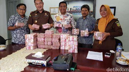 Penampakan Uang Cash Rp 4,2 Miliar dari Koruptor RSUD di Sumut