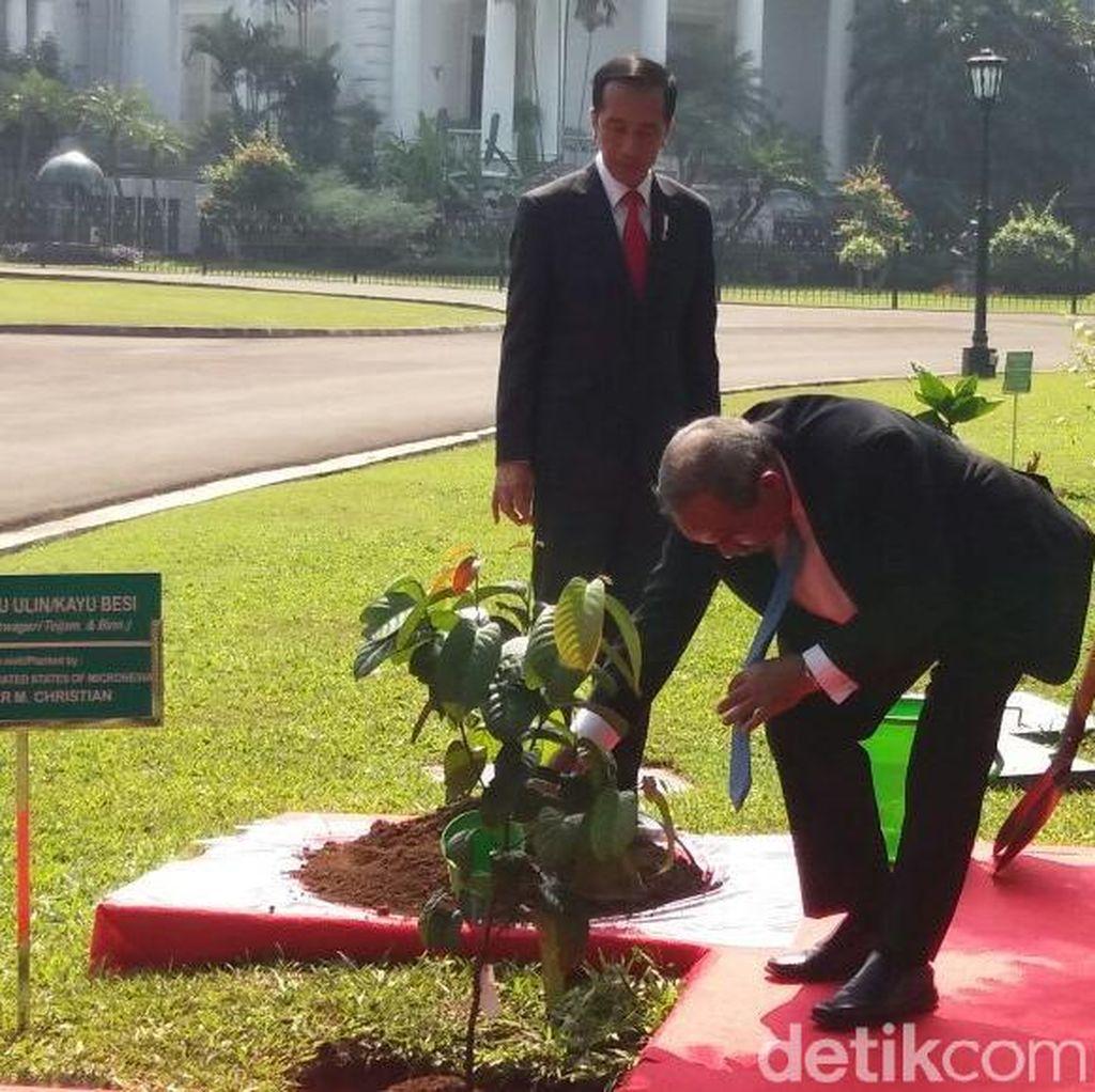 Jokowi Sambut Presiden Mikronesia di Bogor dengan Dentuman Meriam