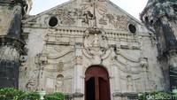 Gereja Miagao dulunya juga pernah berfungsi sebagai benteng pertahanan. Jadi wajar saja bila gereja ini memiliki dinding dan menara yang tinggi dan kokoh (Syanti/detikTravel)