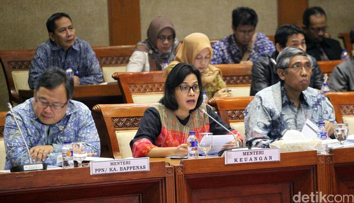 Komisi XI Dewan Perwakilan Rakyat (DPR) RI kembali melakukan rapat kerja bersama mitra kerjanya, yakni Menteri Keuangan Sri Mulyani Indrawati dan Menteri Perencanaan Pembangunan Nasional (PPN/Kepala Bappenas) Bambang Brodjonegoro.