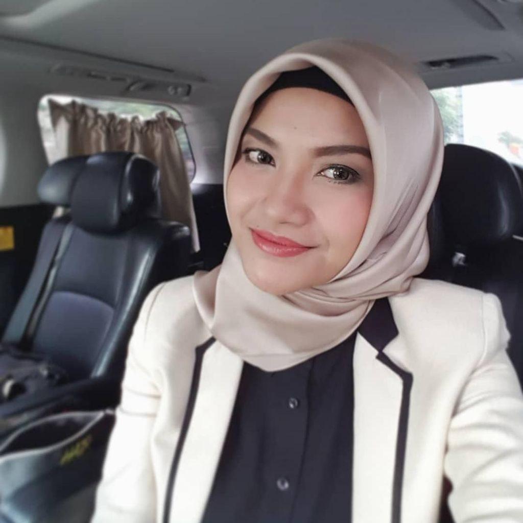 Tina Talisa Berhijab, Intip Gaya Simpelnya yang Menawan
