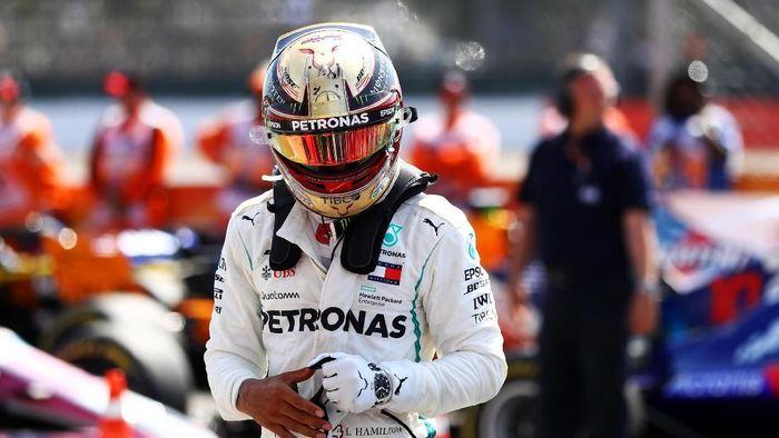 Lewis Hamilton memperpanjang kontrak dengan Mercedes (Dan Istitene/Getty Images)