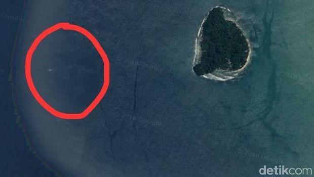 Gambar pesawat itu dekat dengan Pulau Pisang.