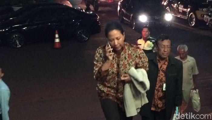 Menteri BUMN Rini Soemarno hadiri rapat di Kemenko Perekonomian Foto: Puti Aini Yasmin/detikcom