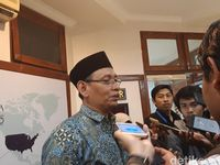 Rektor Unair Prof Mohammad Nasih.
