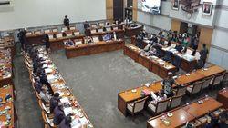 Fraksi Gerindra WO saat Rapat Komisi III DPR-Kapolri