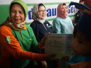 Dalam kesempatan ini, Menteri Kesehatan RI, Nila F Moeloek, lho yang mewisuda langsung anak-anak. Sekitar 50 anak yang mengikuti kegiatan ini.