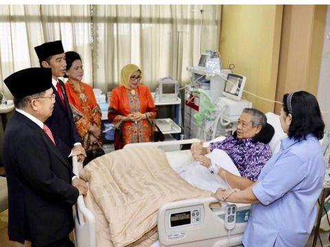 Ani setia menemani SBY saat sakit.