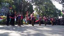 Saat Ganjar Terima Estafet Jadi Pelari Obor Asian Games di Solo