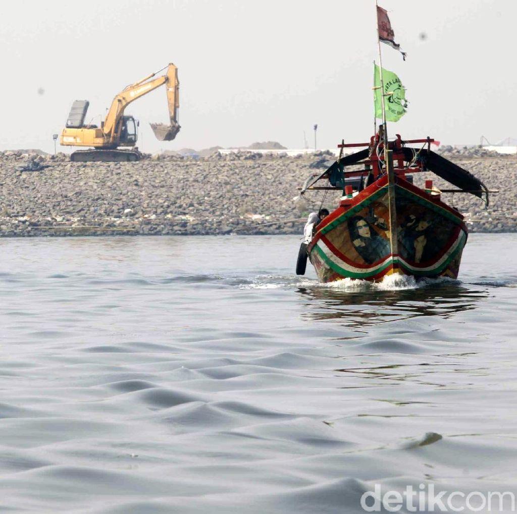 Melihat Kondisi Nelayan di Dekat Jembatan Penghubung Pulau Reklamasi