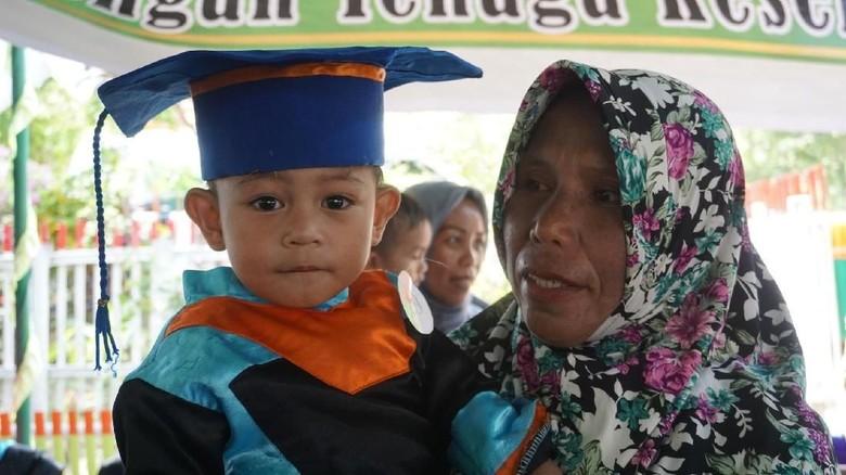 Keren Nih, Anak-anak Umur 2 Tahun Sudah Diwisuda/ Foto: Suherni