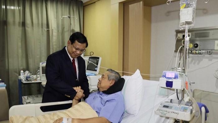Ada alat bertuliskan U STROKE di ruang perawatan SBY, yang ternyata adalah syringe pump. (Foto: Instagam Ani Yudhoyono)