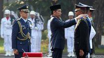 Foto: Jokowi Lantik Ratusan Taruna-Taruni Akmil dan Akpol