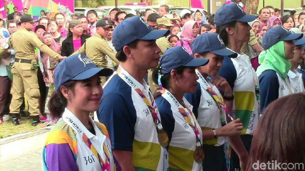 Menteri PUPR dan Dian Sastro Ikut Kirab Obor Asian Games di Solo