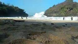 Awas! Gelombang Tinggi di Pantai Selatan Jawa Sampai NTT