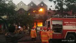 Diduga karena LPG, Kafe di Kompleks Stadion Kediri Ludes Dilalap Api