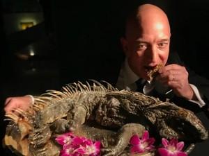 Kenalin Nih! Jeff Bezos, Orang Terkaya Sedunia yang Berani Lahap Iguana