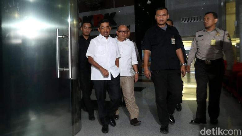 Idrus Marham Tinggalkan Gedung KPK