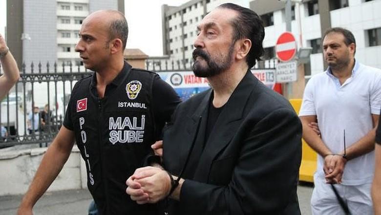 Turki Mulai Hancurkan 'Istana' Harun Yahya