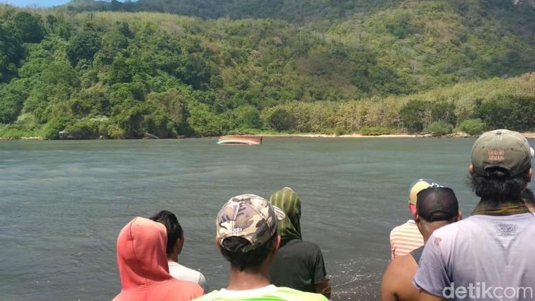 Kapal Penangkap Ikan Tenggelam di Jember, 5 Orang Tewas