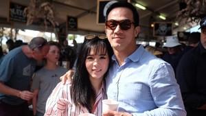 Body Goals! Tak Mau Kalah dengan Suami, Julie Taslim Juga Rajin Olahraga
