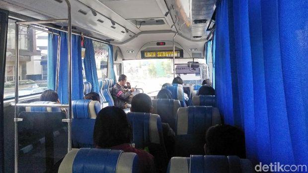 Dalam kabin bus Transjabotabek