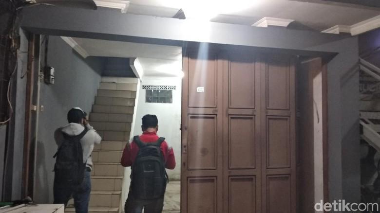 Densus 88 Amankan Istri Pemilik Rumah yang Digeledah di Bandung