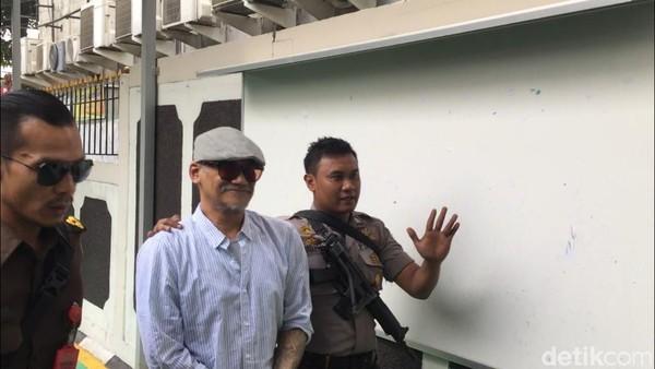 Tio Pakusadewo Divonis 9 Bulan Rehabilitasi