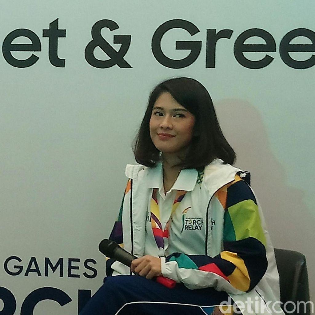 Bangganya Dian Sastro Lari-lari Bawa Obor Asian Games