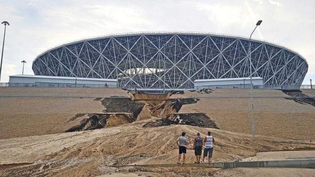 Stadion Piala Dunia Rusia di Volgograd Alami Longsor