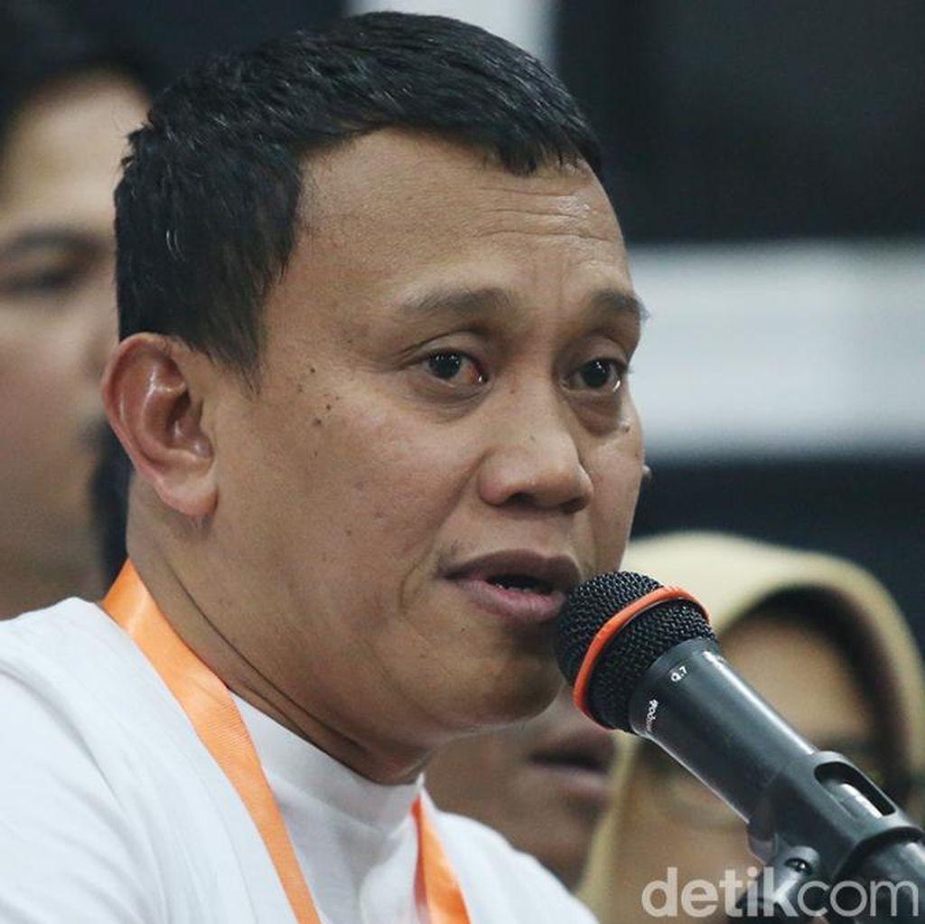 TKN Jokowi Desak Bawaslu Usut Salam 2 Jari Fadli Zon di Munajat 212