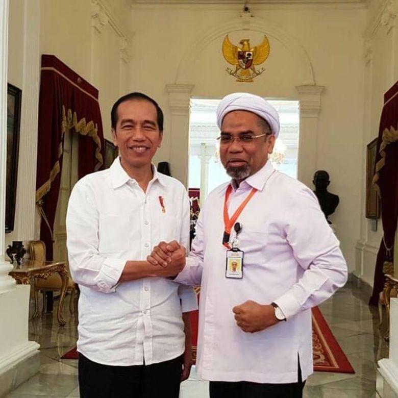 Ali Mochtar Ngabalin masuk ke lingkaran Istana menjadi tenaga ahli utama Kantor Staf Kepresidenan (KSP), dengan salah satu tugasnya menjadi juru bicara pemerintah. (Dok. Ali Mochtar Ngabalin)