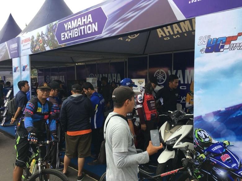 Booth Yamaha di acara Yamaha Cup Race Bukit Peusar Tasikmalaya (Foto: dok. Yamaha)