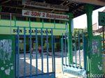 Siswa Belajar di Emperan SD, Kadindik: Bukan Tanggung Jawab Kami