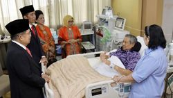 Begini Suasana Saat Jokowi-JK Besuk SBY di RSPAD