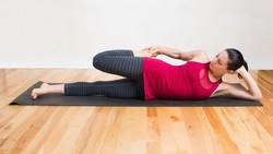 Malas bangun untuk olahraga tak lagi bisa jadi alasan. Kamu bisa lakukan gerakan peregangan berikut agar tetap bugar setelah bangun, di atas kasur!