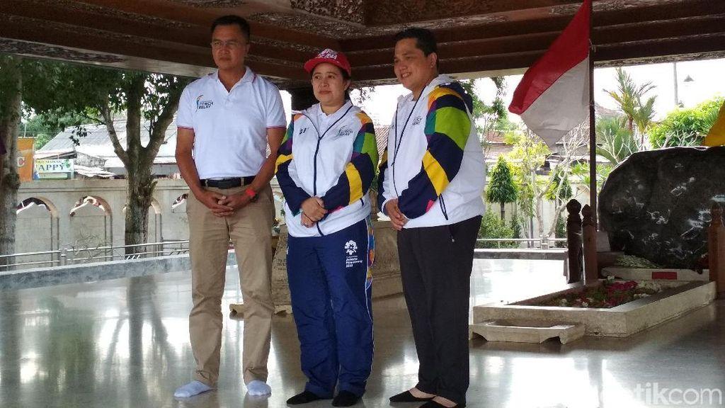 Kirab Obor Asian Games Mampir ke Makam Bung Karno di Blitar