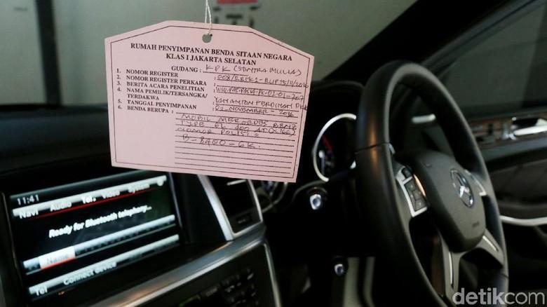 Interior mobil Mercy yang akan dilelang KPK (Foto: Ari Saputra)