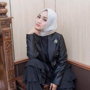 Tips Pilih Baju dan Hijab untuk Tubuh Mungil Ala Fatin Shidqia