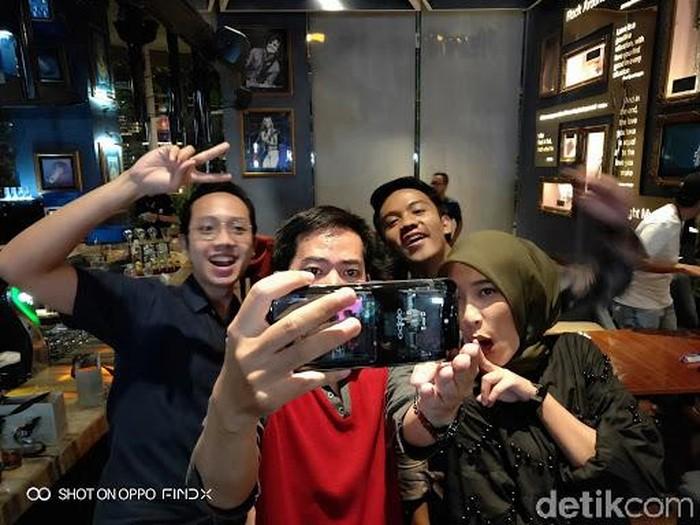 Keseruan menjajal Oppo Find X. Foto: Lucki Aprilianto/detikcom