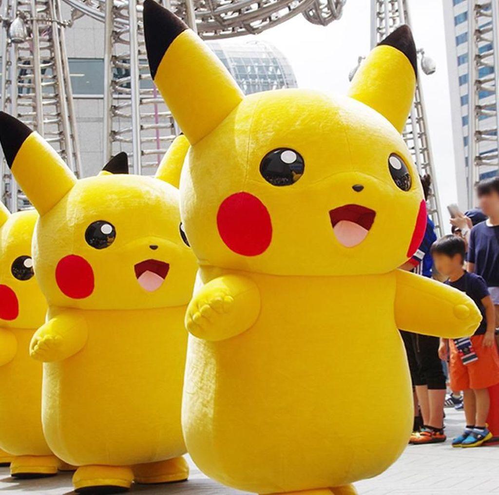 Gemas! Pikachu & Eevee Kompakan Mau Serbu Yokohama
