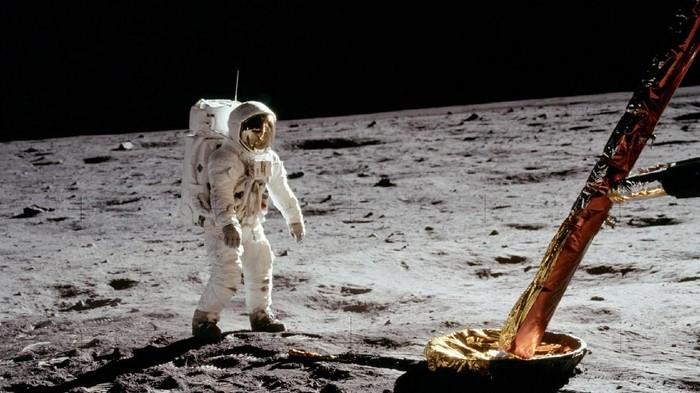 Pendaratan manusia pertama di bulan nasa