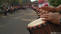 Diiringi Rampak Gendang, Obor Asian Games Diarak Keliling Blitar