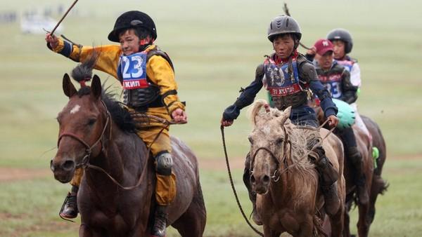 Pacuan kuda menjadi ajang penting bagi masyarakat Mongolia nomaden. Festival ini baru saja digelar minggu lalu. (REUTERS/B. Rentsendorj)