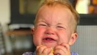 Lihat Yuk, Ekspresi Menggemasakan Bayi Saat Mencicipi Lemon