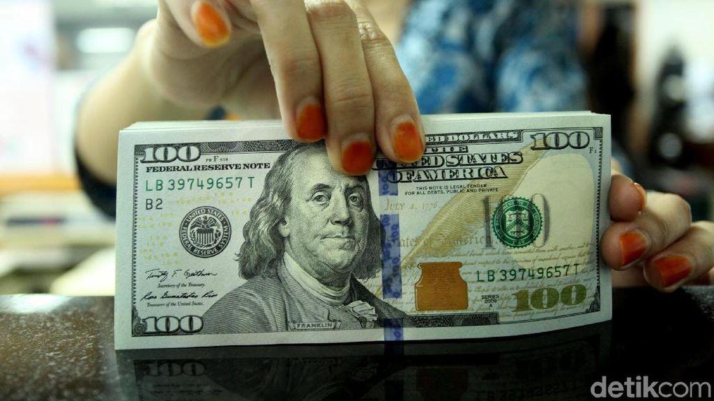 Menjinak, Dolar AS Turun ke Rp 14.595