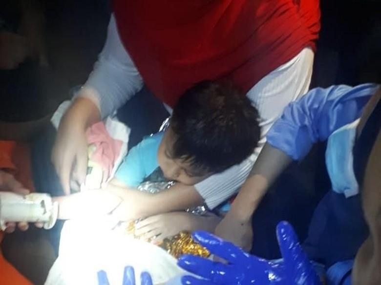 Tangan Terjepit di Saluran Air, Seorang Bocah Dibawa ke RS