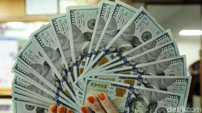 Dolar Amerika Serikat (AS) terus menunjukkan keperkasaannya. Dolar terus berada pada tren penguatan dan akhirnya tembus Rp 14.500.